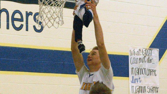 Basketball teams honor, raise money for Campbell family