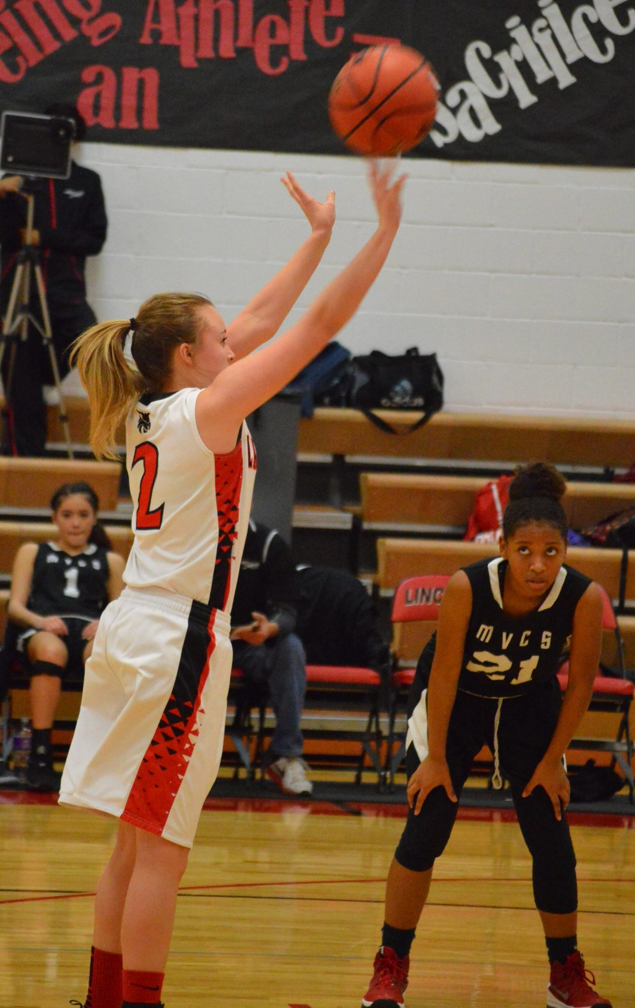 Lincoln Girls Win Two At Home