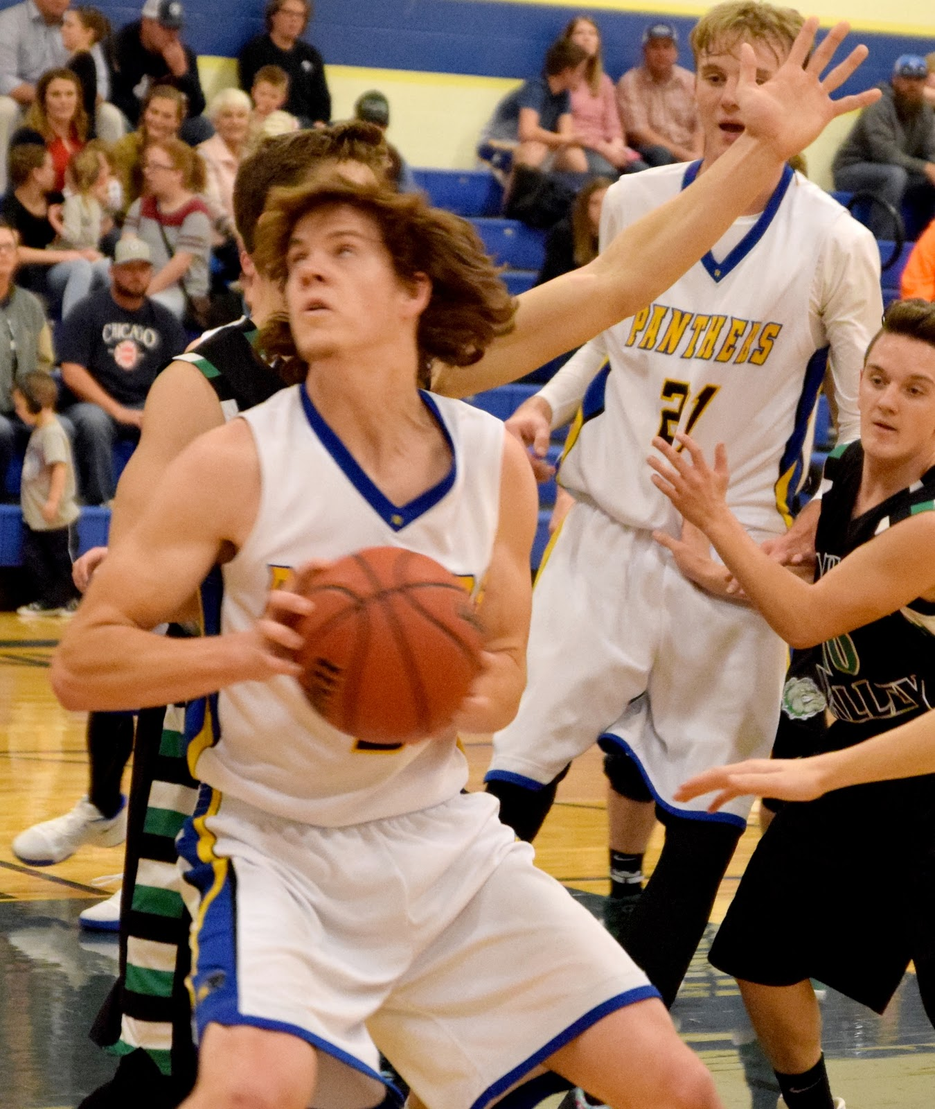Highbe's 28 Leads Panther Boys